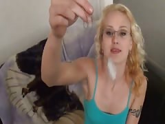 STEPDAUGHTER in sexi glasses give FOOTJOB