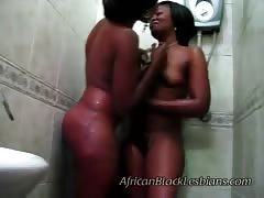 2 bootylicious Africans horny in shower